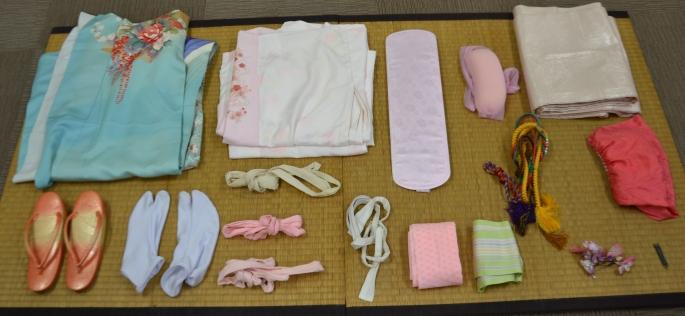De onderdelen van een traditionele kimono. Hoe draag ik een Japanse kimono?