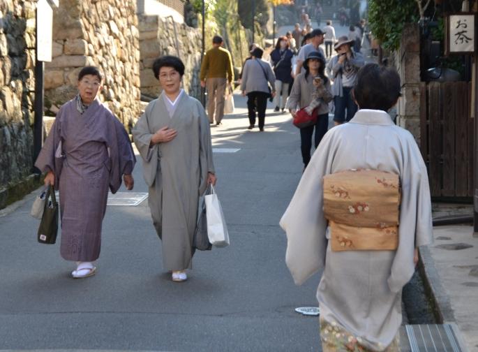 Hoe draag je een kimono? De onderdelen van een kimono.